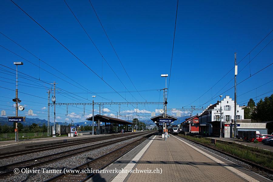 Bild Bahnhof Pfäffikon SZ • SchienenverkehrSchweizch