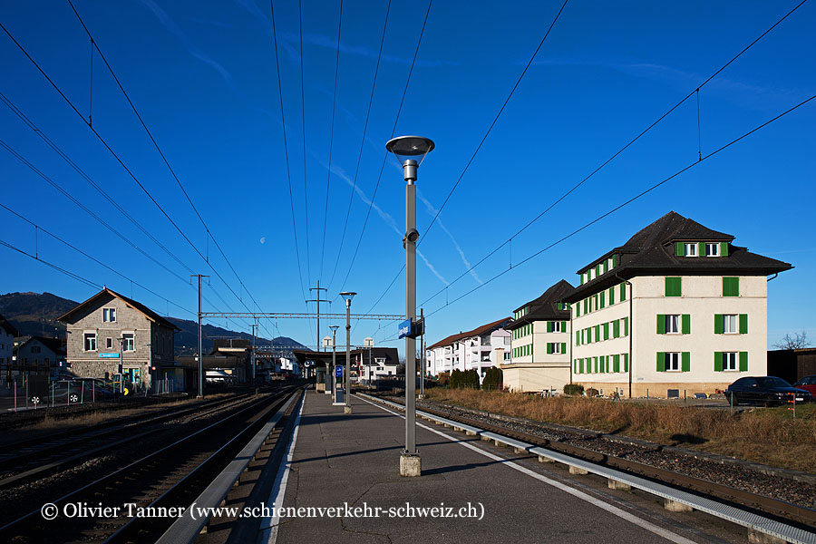 """Bahnhof """"Siebnen-Wangen"""""""
