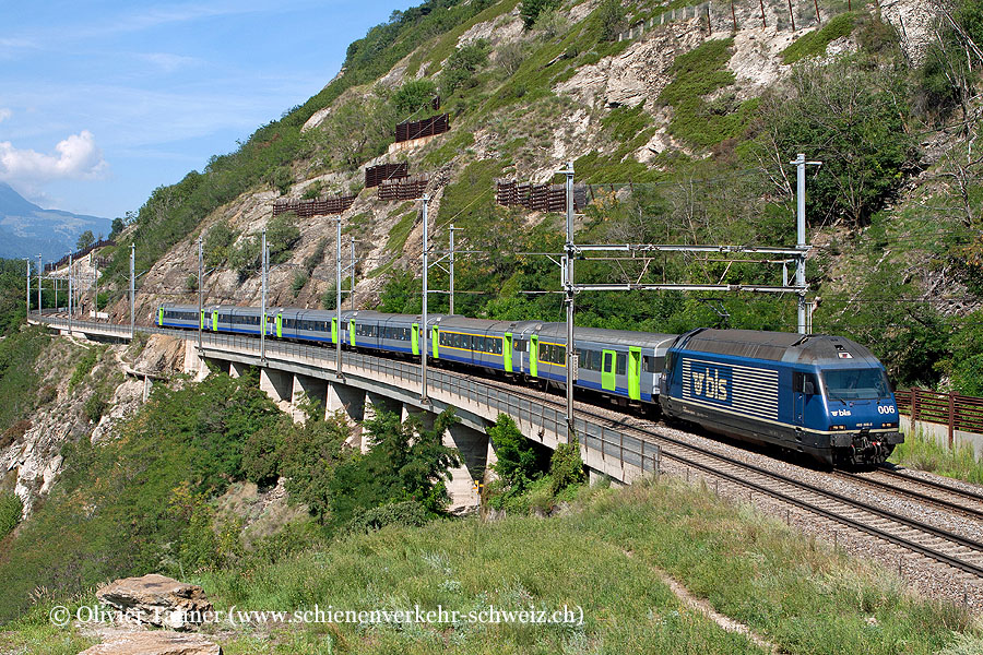 Re 465 006 mit EW III Pendelzug als Zusatzzug Bern – Brig