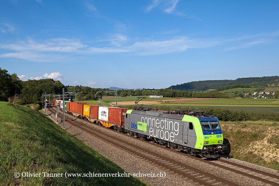 Re 485 008 mit einem umgeleiteten Transit-Güterzug