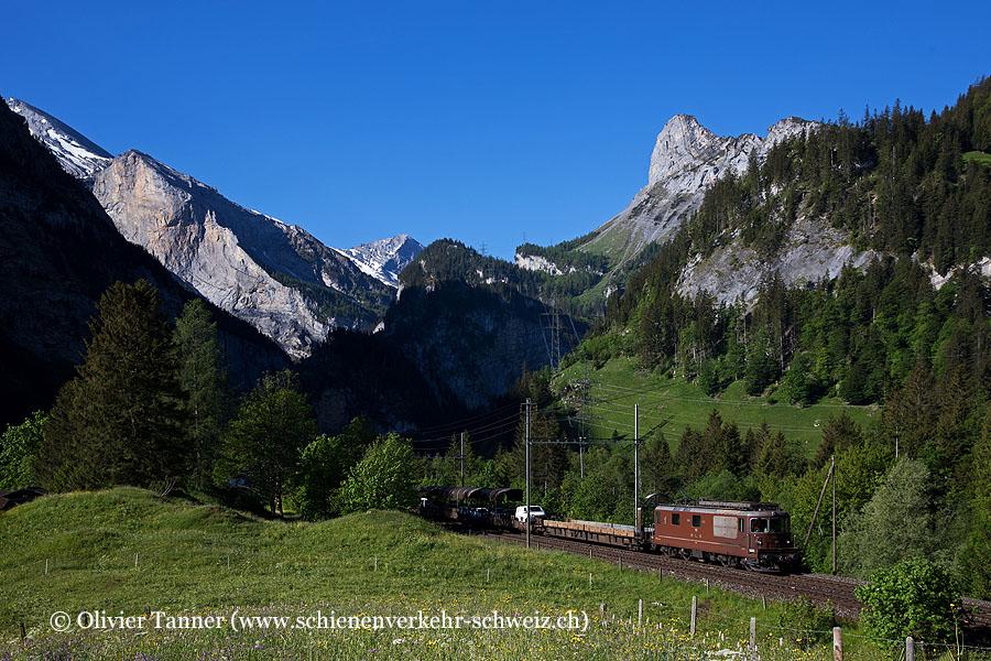Re 4/4 193 mit BLS Autozug Goppenstein – Kandersteg