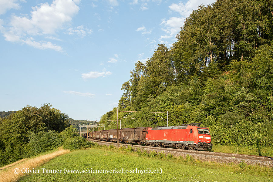 Br 185 124 mit dem RedBull-Zug