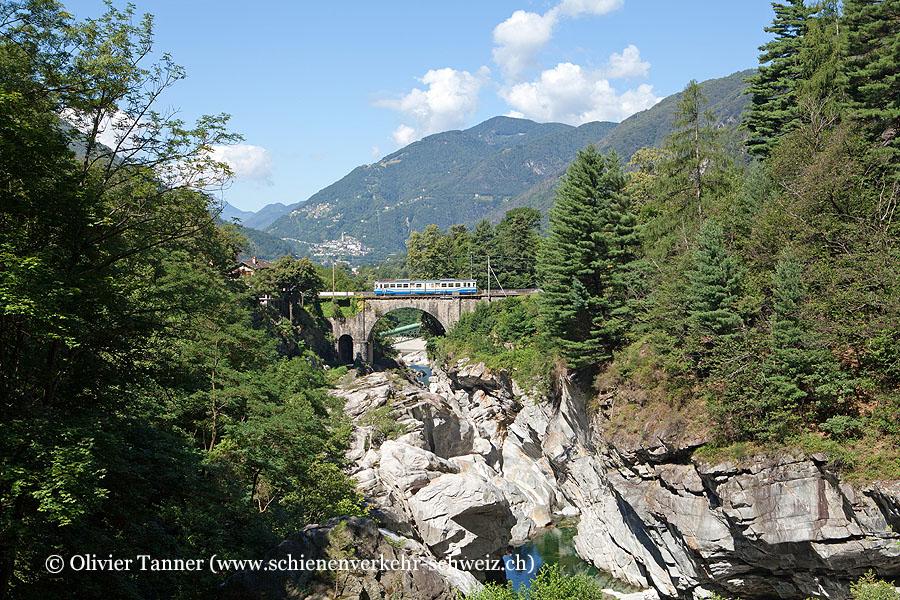 ABDe 6/6 32 als Regionalzug nach Locarno