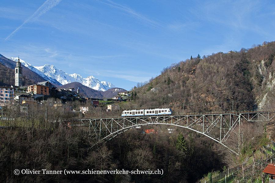 ABe 4/6 54 als Regionalzug Camedo – Locarno auf der wunderschönen Stahlbrücke