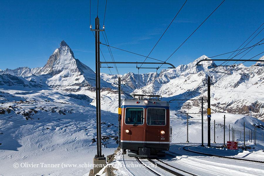 Bhe 4/8 3041 mit Matterhorn im Hintergrund