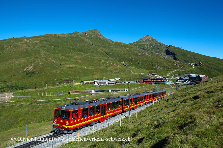 BDhe 4/8 213 und BDhe 4/8 214 auf dem Weg zum Jungfraujoch