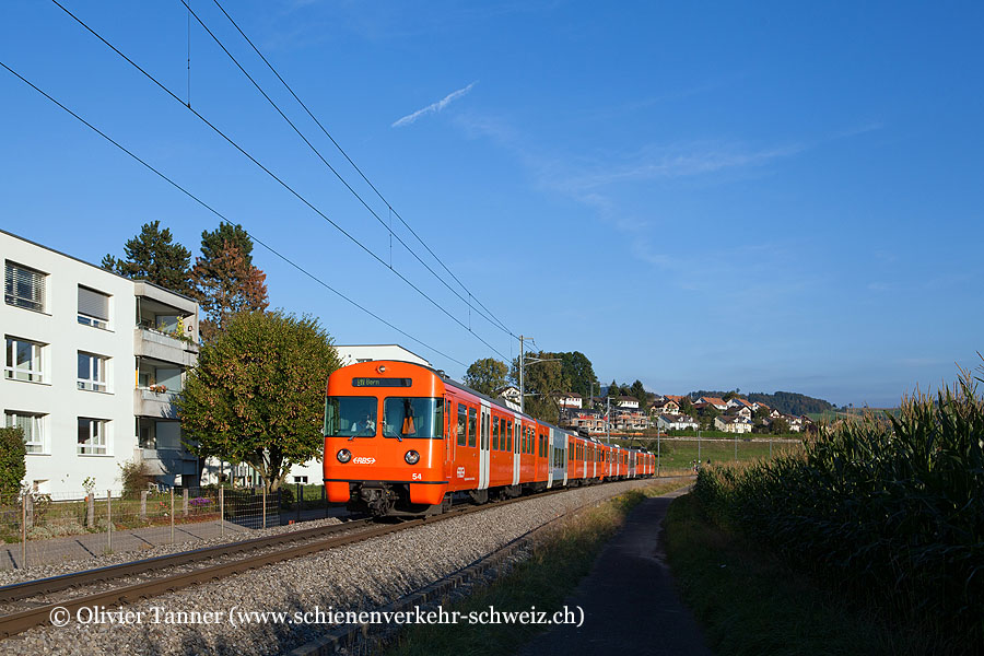 Be 4/12 54 und Be 4/12 57 auf dem Weg nach Bern