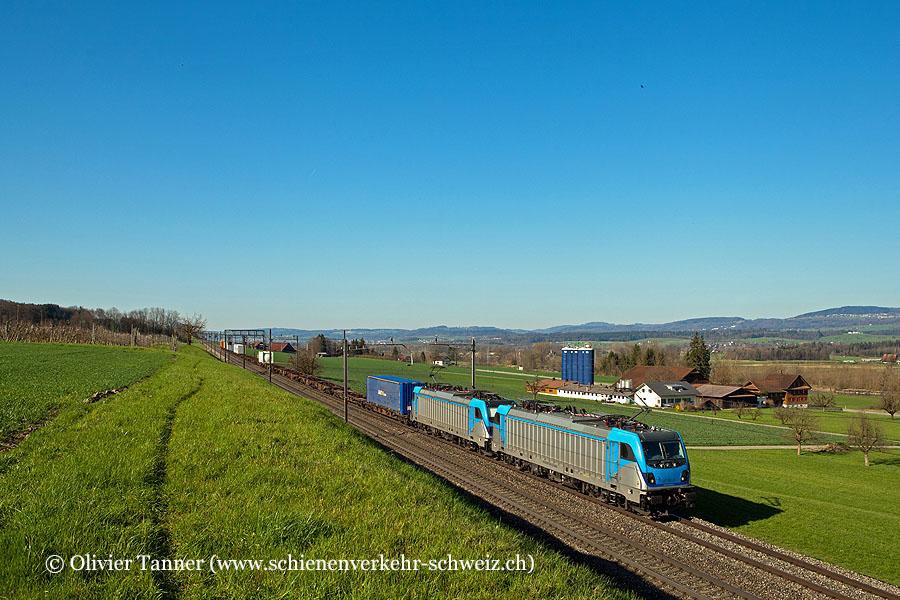 Br 187 001 und Br 187 003 (beide angemietet von Railpool) mit einem Transitgüterzug