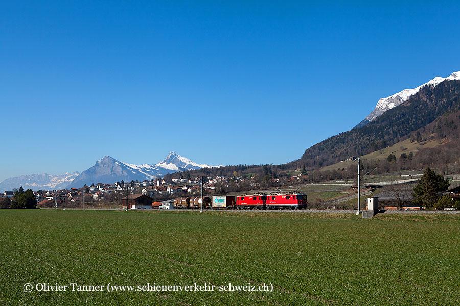 Ge 4/4'' 627 und Ge 4/4'' 613 mit dem Güterzug nach Davos