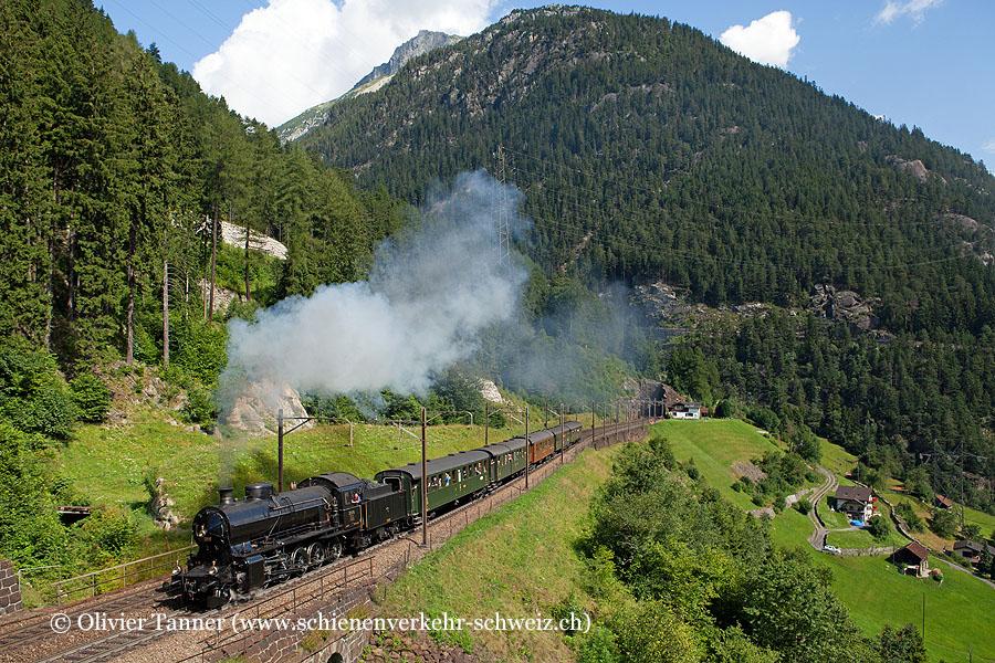 C 5/6 2978 anlässlich Filmfahrten vom SRF mit einem Zug aus den 1930er Jahren
