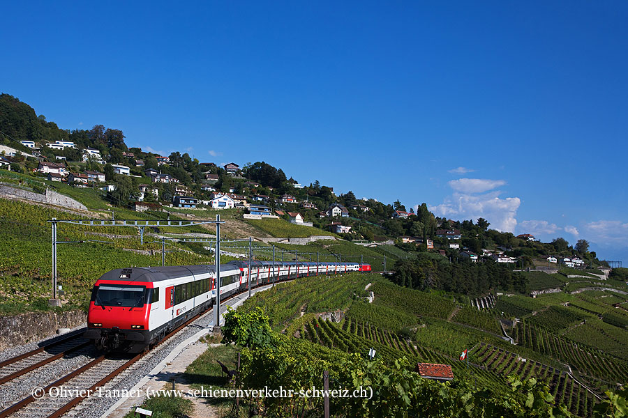 IC2000 mit Einheitswagen IV Zusatzmodul als IR Luzern – Genève Aéroport