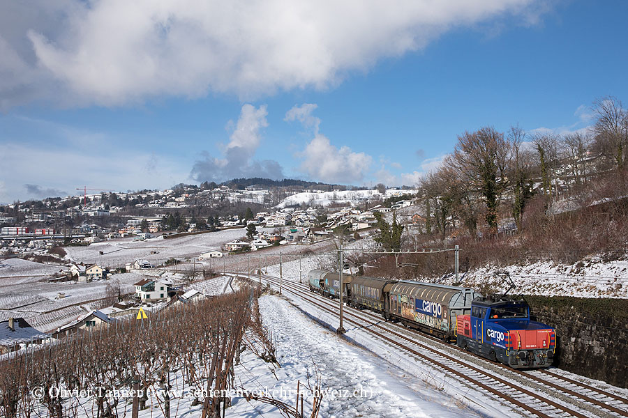 Eem 923 006 durch die verschneite Lavaux auf dem Weg nach Palézieux