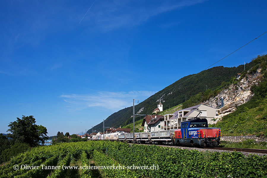 Eem 923 011 mit einem Stückgüterzug nach Biel