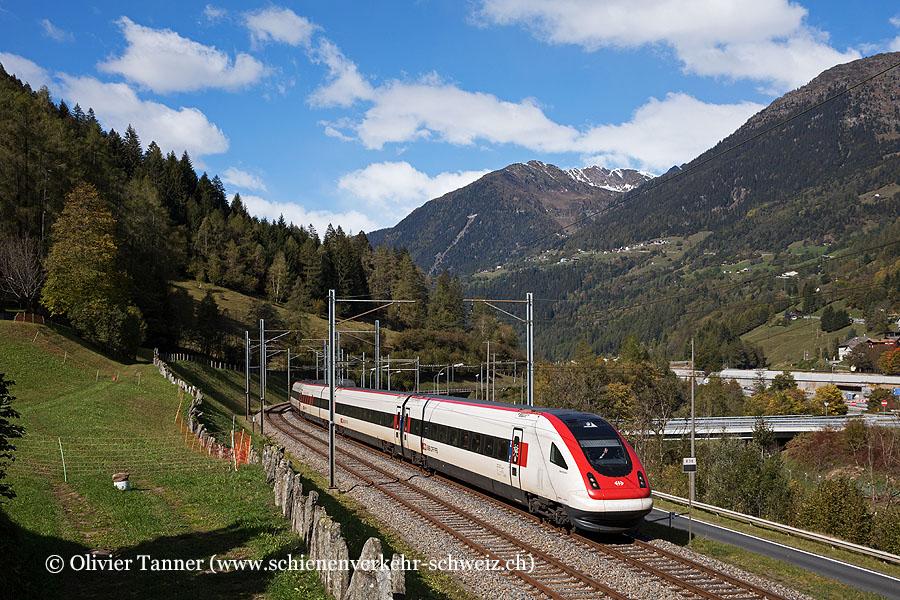 Der via Gotthard-Bergstrecke umgeleitete RABDe 500 007 als IC21 Basel – Luzern – Lugano
