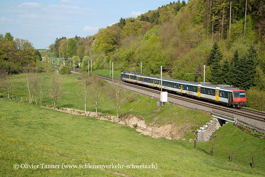 Nahverkehrspendelzug mit RBDe 561 003 als Regio Olten – Biel/Bienne