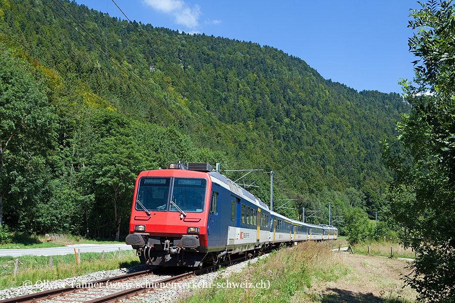 Nahverkehrspendelzug mit RBDe 562 004 als RegioExpress Neuchâtel – Pontarlier – Frasne