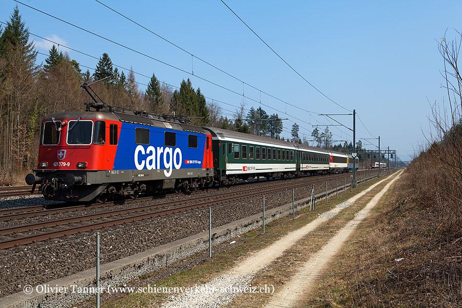 Re 421 379 mit dem IR Zürich – Basel