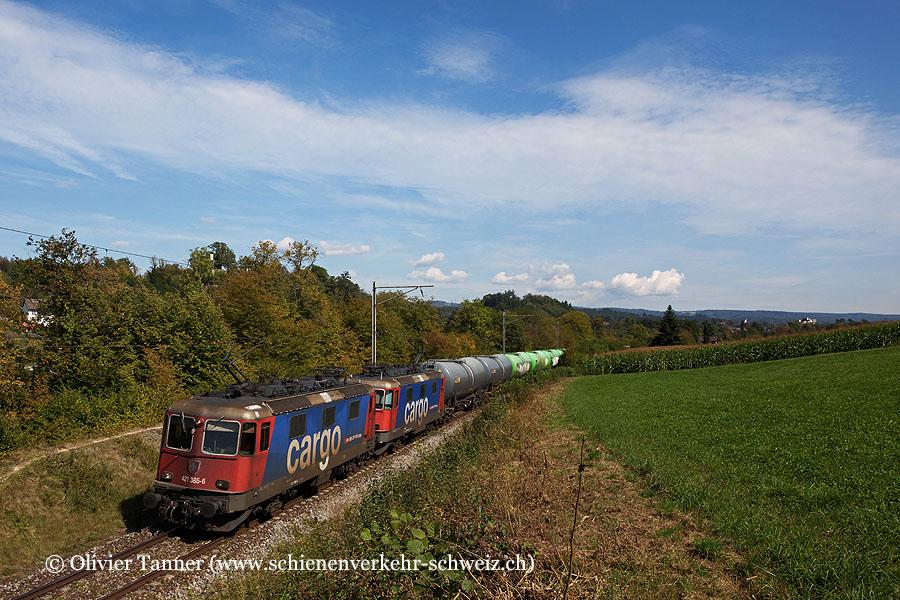 Re 421 385 und Re 421 390 mit einem Oelzug nach Birsfelden Hafen