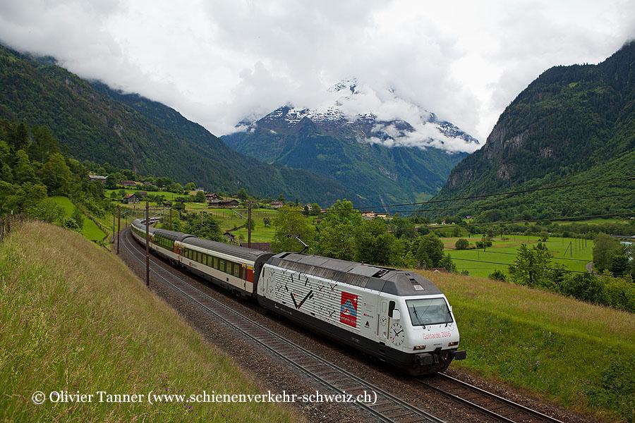 Re 460 044 ''Mondaine'' mit dem extralangen Gotthard-IR