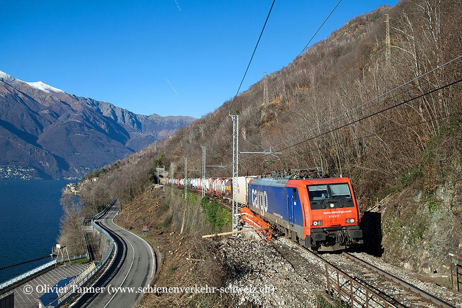 Re 474 017 mit einem Transitgüterzug