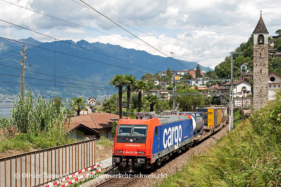 Re 484 010 mit einem Transitgüterzug