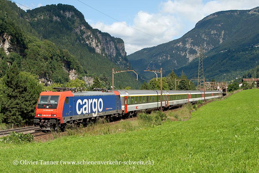 Re 484 019 vor dem bekannten EC 15 Zürich – Lugano – Milano