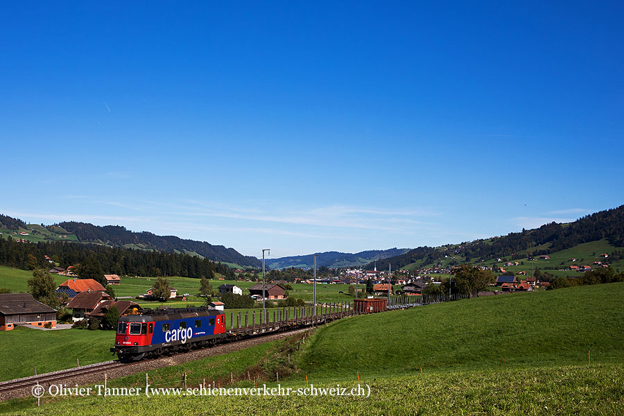 Re 620 012 auf dem Weg von Menznau nach Langenthal. Aufgrund der Baustelle wurde der Zug durch das Entlebuch umgeleitet.