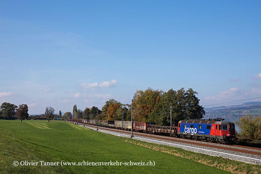Re 620 061 mit einem Stückgüterzug