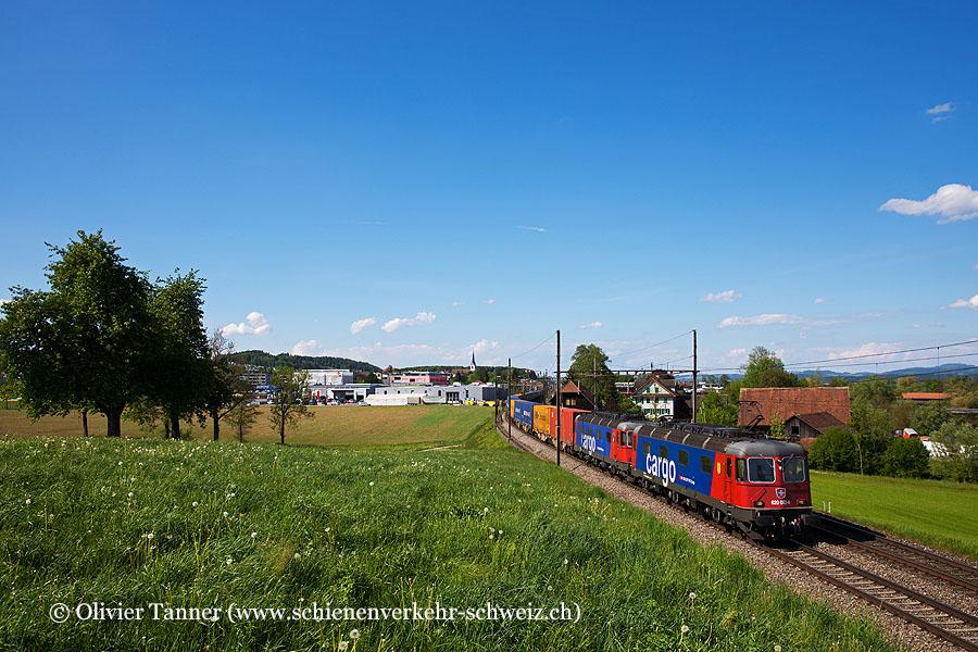 Re 620 082 und Re 620 068 mit einem Transitgüterzug