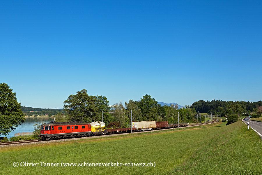 Re 6/6 11654 mit einem Stückgüterzug