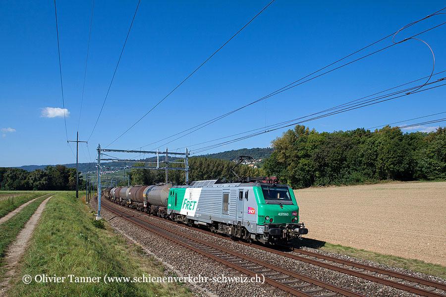 BB 37060 mit einem Transitgüterzug