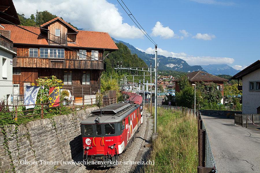 De 110 021 mit IR Luzern – Interlaken Ost