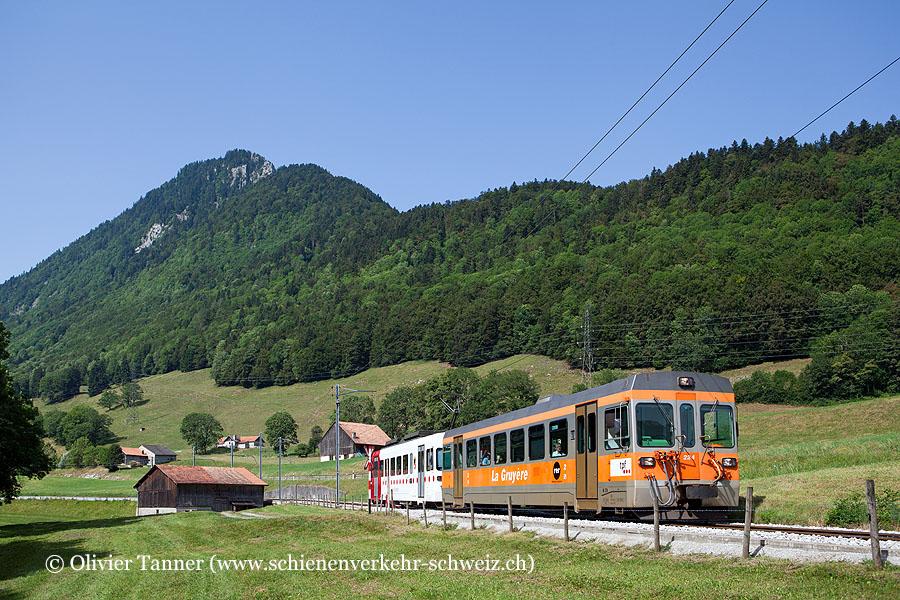 Regionalzug mit Be 4/4 121 auf dem Weg nach Bulle – Broc